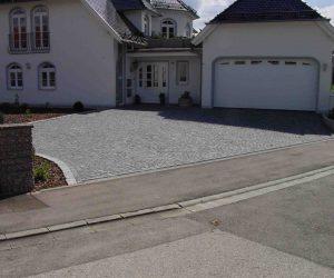 Hofeinfahrt Granit Kleinstein