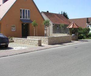 Juramauer mit Abdeckplatten