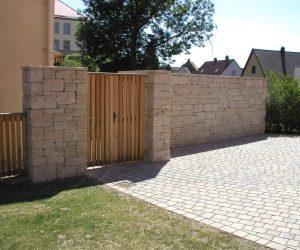 Juramauer mit Holztor