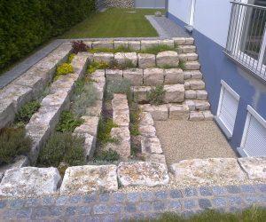 Trockenmauer-Jurastein-Lichthof